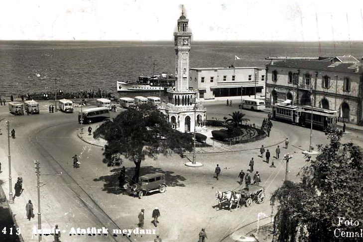 İzmir'in Görsel Tarihini Oluşturan Fotoğrafçılar