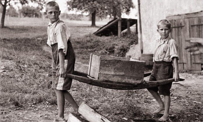 Kırık sandalye ve Heidi'nin neden ayakkabısı yok?