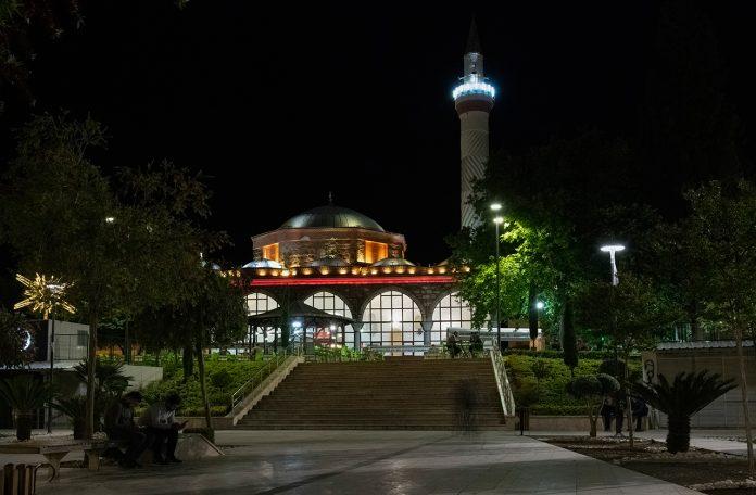 10 kareden istiflenmiş bir başka örnek çalışma - Manisa Hatuniye Camii