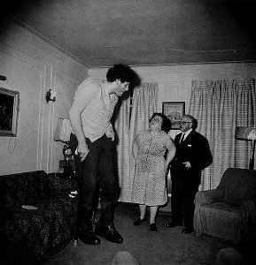 Diane Arbus, Eddie Carmel and parents 1970